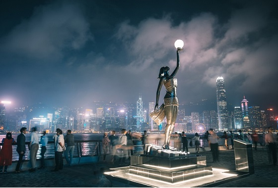 With supportive policies, fewer curbs, and such a production center, the bay area will be a magnet for talent, and the glory days of Hong Kong movies will return.